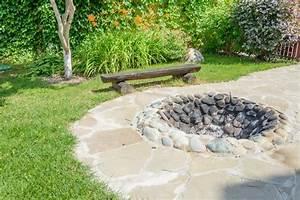 Feuerstelle Im Garten Erlaubt : feuerstelle anlegen diese 20 ideen sorgen f r lagerfeuerromantik ~ Markanthonyermac.com Haus und Dekorationen