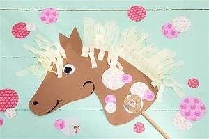 Basteln Mit Kindern 5 Geburtstag : bastelidee pferdegeburtstag steckenpferd korkpferde tambini ~ Whattoseeinmadrid.com Haus und Dekorationen