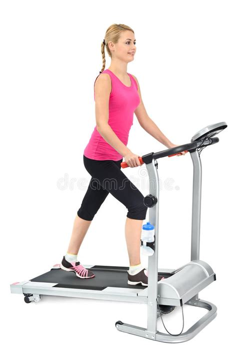 femme faisant des exercices sur le tapis roulant photographie stock image 23387182