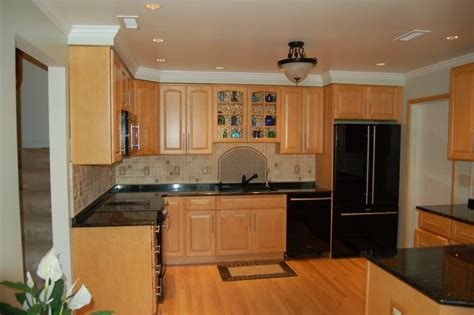 Kitchen Wall Color Ideas With Cherry Cabinets by Tile Floor With Maple Cabinets Kitchen Backsplash Ideas