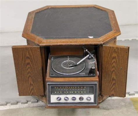 magnavox automatic turntable fm stereo w cabinet vintage electronics audio