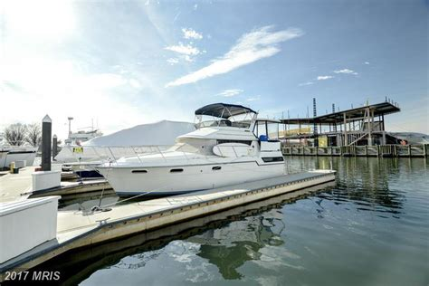 Living On A Boat Washington Dc by Live By The Sea In This Two Bed Vessel In Southwest