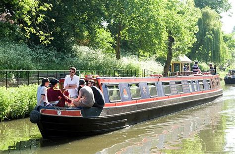 Holiday On A Boat Uk by Uk Canal Boat Holidays All Aboard For A Jaunt Around