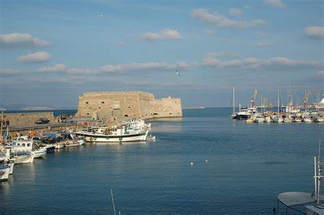 file heraklion le port jpg wikimedia commons