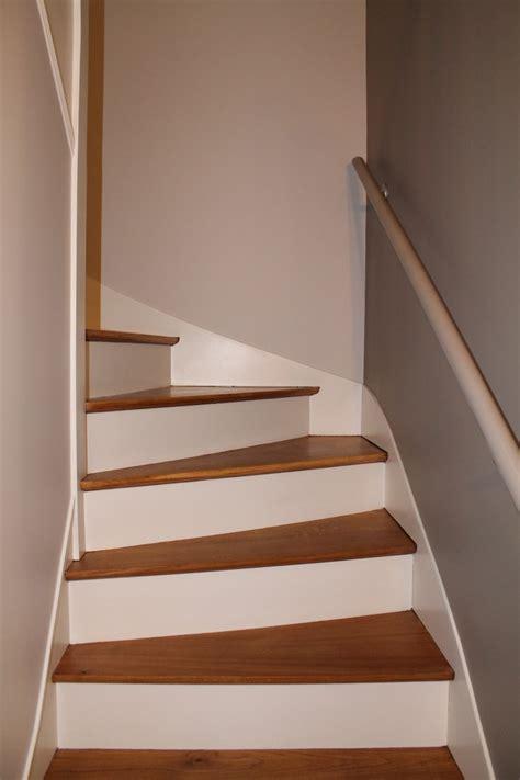 r 233 novation escalier bois d 233 capage marches pour les ramener en bois brut vernis mat et peinture