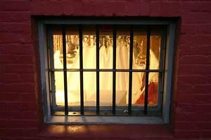 Gitter Für Kellerfenster : fenstergitter befestigen diese m glichkeiten haben sie ~ Markanthonyermac.com Haus und Dekorationen