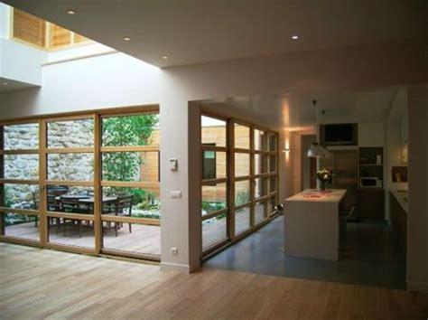 un loft en bois avec un joli patio et un jardin dans l esprit zen en id 233 e d 233 co
