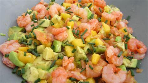 salade de saumon avocats crevettes et p 234 ches choutambouilletout