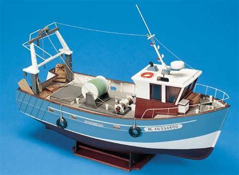 Stern Boat Information by Billing Boats Boulogne Etaples Stern Trawler
