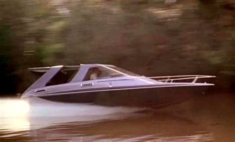Boats Used In James Bond Movies by Glastron Cv23ht Bond Lifestyle