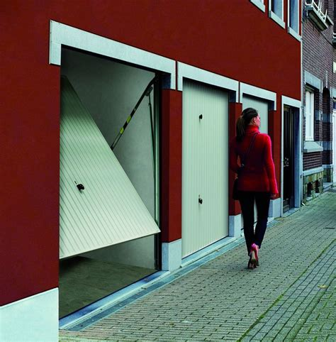 porte basculante d 233 bordante europro sans rails 224 bardage vertical motif 132 tubauto