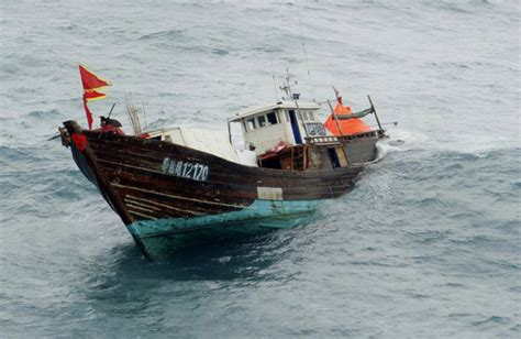Pictures Of Sinking Boats by Fishermen Rescued From Sinking Boat