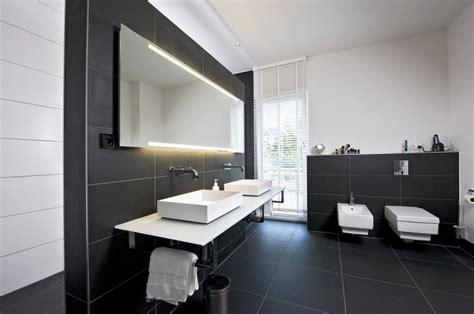 101 photos de salle de bains moderne qui vous inspireront carrelage noir noir mat et sanitaire