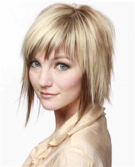 coupe de cheveux moderne mi