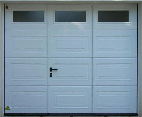 portes de garage sectionnelles plafond portes de garage b plast
