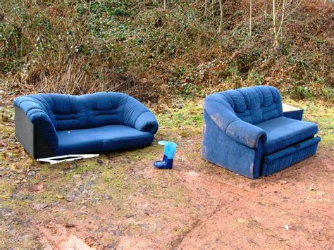 Blaue Couch Am Waldrand  Polizei Emmendingen Badische