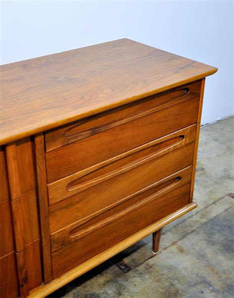 Select Modern American Of Martinsville Triple Dresser