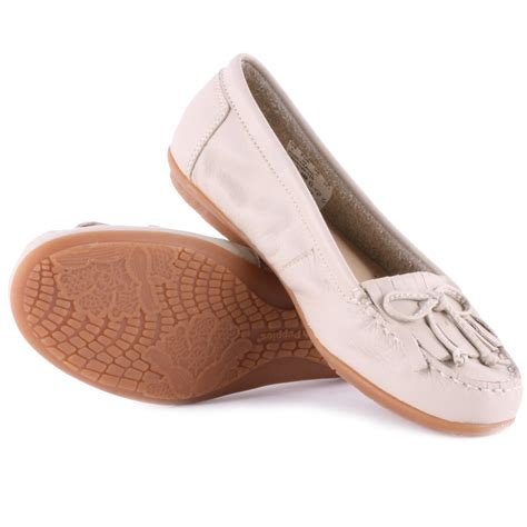 hush puppies ceil mocc kilty womens moccasins in white