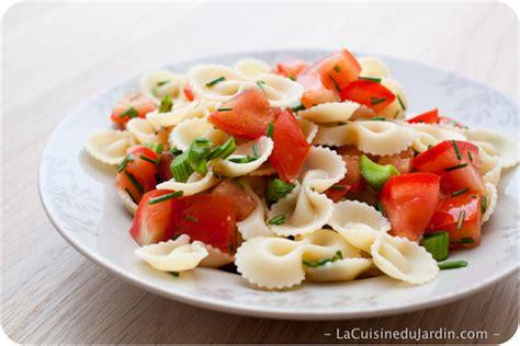 salade compos 233 e de p 226 tes au c 233 leri branche et tomates