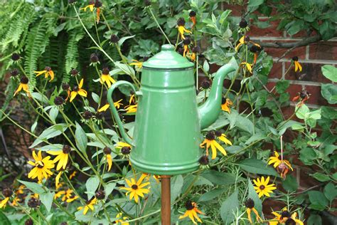 Garden Art : Accenting Your Garden With Art, Plus A Garden Accent
