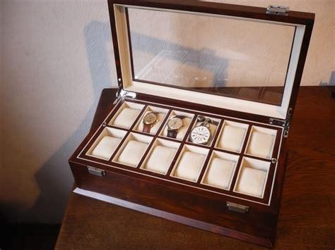 [erledigt] Edle Schöne Uhrenbox Uhrenkasten Schaukasten