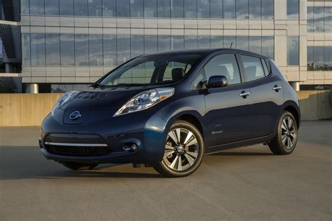 nissan leaf vs ford focus electric compare cars