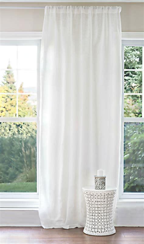 blanche porte voilages et rideaux blanche porte voilage rideau sur enperdresonlapin