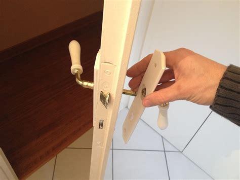comment bricoler et changer une poign 233 e de porte soi m 234 me bricolerenove fr