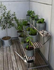 Ideen Zur Balkongestaltung : ideen balkon pflanzen st nder terrassiert kr uter gem se ideen rund ums haus pinterest ~ Markanthonyermac.com Haus und Dekorationen