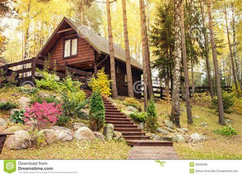 maison en bois dans la for 234 t photo stock image 39559328
