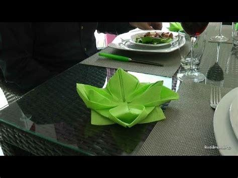 pliage d une serviette de papier en fleur de lotus acc 233 l 233 r 233