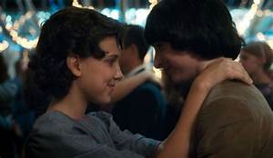 'Stranger Things 2' Teen Stars React To Unscripted Kissing ...