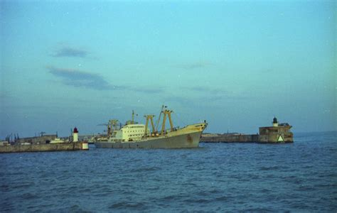 file port de commerce de la rochelle pallice un navire cargo prenant la mer jpg