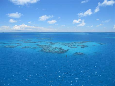 Schip Bermuda Driehoek by Verdwijnen Schepen Door Wolken