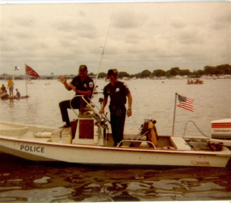 Dc Police Boat by Dc Police Boat Crashes Into Parked Boats Page 5 The