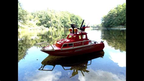 Rc Fire Boat Youtube by Playmobil Rc Fire Rescue Boat Chases A Duck Youtube