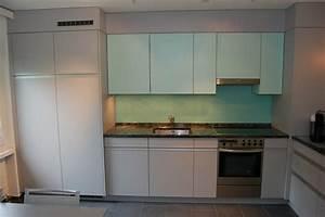 Glasrückwand Küche Beleuchtet : 2 farbige k che mit alugriffen funk innenausbau ag ~ Markanthonyermac.com Haus und Dekorationen