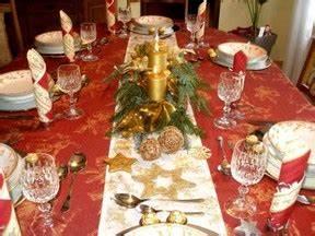 Esstisch Weihnachtlich Dekorieren : der festlich gedeckte tisch an weihnachten 3 super deko vorschl ge ~ Markanthonyermac.com Haus und Dekorationen
