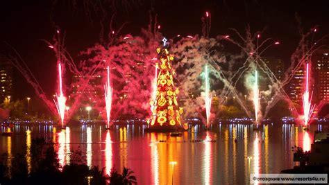 Самые необычные и красивые новогодние елки мира Resorts4uru