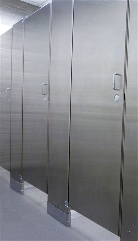 Mavi New York Ultimate Privacy Floor Anchored Stainless