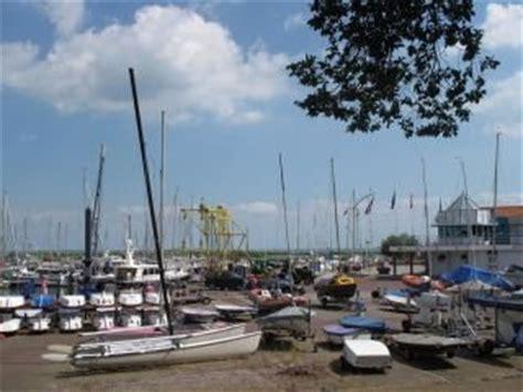 Zeilboot Urk Enkhuizen by De Haven Van Enkhuizen Veerboten Zeilbotenverhuur En