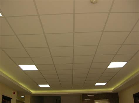 dalle de plafond 60x60 fixer un faux plafond en dalles