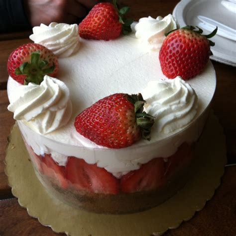 strawberry shortcake with food cake discover and save creative ideas