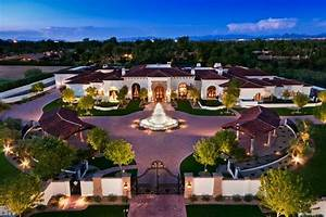 An Elegant Estate in Paradise Valley, Arizona is up for sale