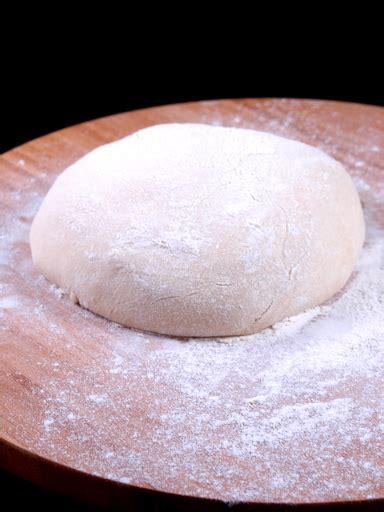 p 226 te 224 pizza 233 paisse et moelleuse recette de p 226 te 224 pizza 233 paisse et moelleuse marmiton