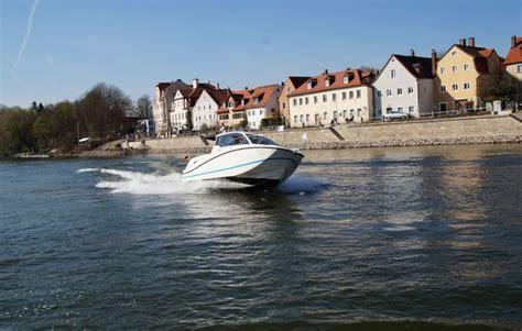 Motorboot Fahren Frau by Motorboot Selber Fahren In Regensburg Bei Mydays Als