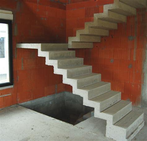 escalier b 233 ton en cr 233 maill 232 re 224 deux vol 233 es droites et un palier interm 233 diaire escalier