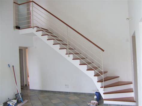 escalier bois massif interieur blanc accueil design et mobilier