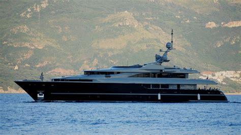 Huge Boat by Huge Yachts 8