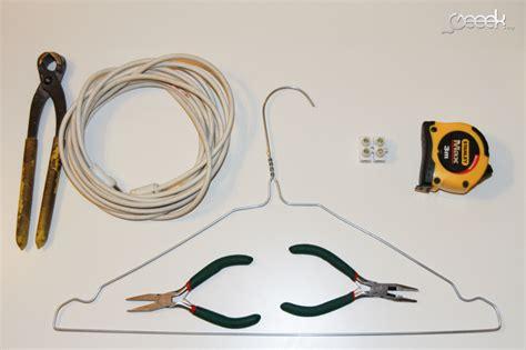 tutoriel fabriquer une antenne tnt avec un cintre et un domino